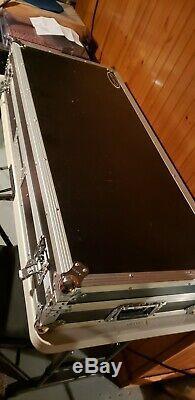 Odyssey FZDJ12W Flight Zone DJ 12 Mixer Turntable Coffin Case with Wheels