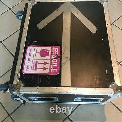 Professionelles Case auf Rollen für Yamaha 01v96, LS9/16 u. A 19 Mixer